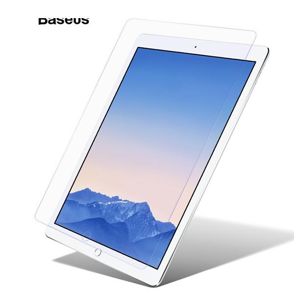Стекло защитное Baseus 0.3mm Tempered Glass для iPad Pro 9.7 (2017)Стёкла<br>Стекло защитное Baseus 0.3mm Tempered Glass для iPad Pro 9.7 (2017).         ТОНКОЕ И ПРОЧНОЕНовое защитное стекло для iPad 9.7 (2017) имеет прочность 9Н, что практически соответствует прочности алмаза. Помимо защиты это означает, что само стекло практически не царапается          ПРОСТОЕ В УСТАНОВКЕОсобая структура и покрытие позволяют с легкостью наклеить стекло даже не опытному пользователю. Просто положите его по центру дисплея, предварительно очистив его инструментами, идущими в комплекте. Далее разгладьте от центра к краям. Всё                КОМПЛЕКТ ДЛЯ ЧИСТКИ ПЛАНШЕТАПомимо стекла, в комплект поставки входят наклейки для удаления пылинок и влажная салфетка для очистки дисплея перед установкой стекла. Кроме того вы получите тряпочку из микрофибры для удаления отпечатков пальцев и грязи          ОСОБЕННОСТИ:     толщина 0.3мм   совместимость: iPad 9.7 (2017)   жесткость: 9H   чистящие средства в комплекте<br>