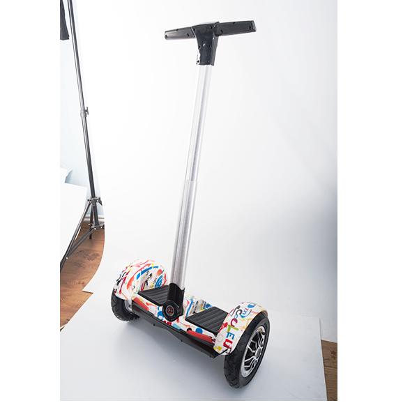 Сигвей PUNUO A8 Черный с желтой DoodliСигвеи<br>Сигвей PUNUO A8 Черный с желтой Doodli.         Новый сигвей PUNUO - чудесное, умное изобретение, которое используется для быстрого и комфортного передвижения по городу. Он будет идеальным вариантом для тех, кто не привык передвигаться на машине или в общественном транспорте в городе, а предпочитает находиться на свежем воздухе. Устройство оснащено удобной металлической подножкой             Модель оснащена монохромным LCD дисплеем, отображающим основные показатели: уровень заряда аккумулятора и скорость передвижения. Внутри сигвея два мощных мотора, каждый из которых обладает мощностью 350 Вт. Благодаря этому PUNUO A8 развивает скорость до 18 км/час а запас хода достигает 20 километров                   ХАРАКТЕРИСТИКИ:     Максимальная нагрузка: 110 килограмм   Запас хода: до 20 километров   Максимальная скорость: 18 км/час   Моторы: 2 по 350 Ватт   Аккумулятор: 7Ah<br>
