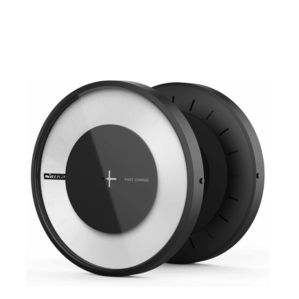 Быстрая беспроводная зарядка + лампа Nillkin Magic Disc 4Зарядные устройства<br>СТИЛЬНАЯ И КАЧЕТВЕННАЯMagic Disc 4 от Nillkin - яркий пример инновационного продукта на стыке технологий и дизайна. Устройство выполнено в форме футуристического круга с стильной подсветкой из матового поликарбоната с покрытием soft touch и закаленного стекла          БЕСПРОВОДНАЯ  Magis Disc 4 - это новое поколение беспроводных зарядных станций, работающих по стандарту Qi c эффективностью более 80%. Всё, что вам потребуется для зарядки - положить смартфон сверху               БЫСТРАЯ И БЕЗОПАСНАЯУстройство оснащено технологией быстрой зарядки, благодаря чему ваш смартфон зарядится на 40% быстрее обыкновенной беспроводной заредки, сэкономив драгоценное время. Интеллектуальная начинка автоматически определит, если на станцию случайным образом попадет не смартфон, а металлический предмет, например ключи, и прекратит индукционный процесс, воспряпятствуя нагреву и возгоранию. Кроме того электроника защитит от скачков напряжения, перегрева, перезарядки и тругих угроз. После полной подзарядки смартфона, станция автоматически прекращает процесс зарядки                     ЛАМПА-НОЧНИК С 16 МИЛЛИОНАМИ ЦВЕТОВ  Помимо основной функции - беспроводной Qi зарядки, Magic Disc 4 имеет встроенную лампу-ночник с приятным мягким светом и 16 миллионами цветов. Вы не только будете видеть на какой стадии ваша зарядка смартфона, в зависимости от цвета, но и сможете задавать собственный, используя устройство в качестве ночника или стильного элемента интерьера, задающего настроение в комнате            ИДЕАЛЬНО ДЛЯ НОВЫХ IPHONEПомимо совместимости со всеми смартфонами, поддерживающими беспроводную Qi зарядку, Nillkin Magic Disc 4 идельно подойдет новым iPhone от Apple как по функционалу, так и по дизайну                ХАРАКТЕРИСТИКИ     стандарт зарядки: Qi   дистанция подзарядки: ?6мм   габариты: 110*110*16.5мм   эффективность: ?80%   лампа-ночник с 16 миллионов цветов   вес: 119.6 грамм   быстрая зарядка: 5V