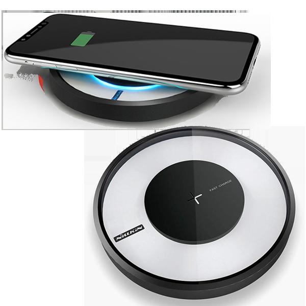 Быстрая беспроводная зарядка + лампа Nillkin Magic Disk 4 ЧернаяЗарядные устройства<br>Быстрая беспроводная зарядка + лампа Nillkin Magic Disk 4 Черная.         СТИЛЬНАЯ И КАЧЕТВЕННАЯMagic Disc 4 от Nillkin - яркий пример инновационного продукта на стыке технологий и дизайна. Устройство выполнено в форме футуристического круга с стильной подсветкой из матового поликарбоната с покрытием soft touch и закаленного стекла          БЕСПРОВОДНАЯ  Magis Disc 4 - это новое поколение беспроводных зарядных станций, работающих по стандарту Qi c эффективностью более 80%. Всё, что вам потребуется для зарядки - положить смартфон сверху               БЫСТРАЯ И БЕЗОПАСНАЯУстройство оснащено технологией быстрой зарядки, благодаря чему ваш смартфон зарядится на 40% быстрее обыкновенной беспроводной заредки, сэкономив драгоценное время. Интеллектуальная начинка автоматически определит, если на станцию случайным образом попадет не смартфон, а металлический предмет, например ключи, и прекратит индукционный процесс, воспряпятствуя нагреву и возгоранию. Кроме того электроника защитит от скачков напряжения, перегрева, перезарядки и тругих угроз. После полной подзарядки смартфона, станция автоматически прекращает процесс зарядки                     ЛАМПА-НОЧНИК С 16 МИЛЛИОНАМИ ЦВЕТОВ  Помимо основной функции - беспроводной Qi зарядки, Magic Disc 4 имеет встроенную лампу-ночник с приятным мягким светом и 16 миллионами цветов. Вы не только будете видеть на какой стадии ваша зарядка смартфона, в зависимости от цвета, но и сможете задавать собственный, используя устройство в качестве ночника или стильного элемента интерьера, задающего настроение в комнате            ИДЕАЛЬНО ДЛЯ НОВЫХ IPHONEПомимо совместимости со всеми смартфонами, поддерживающими беспроводную Qi зарядку, Nillkin Magic Disc 4 идельно подойдет новым iPhone от Apple как по функционалу, так и по дизайну                ХАРАКТЕРИСТИКИ     стандарт зарядки: Qi   дистанция подзарядки: ?6мм   габариты: 110*110*16.5мм   эффективность: ?