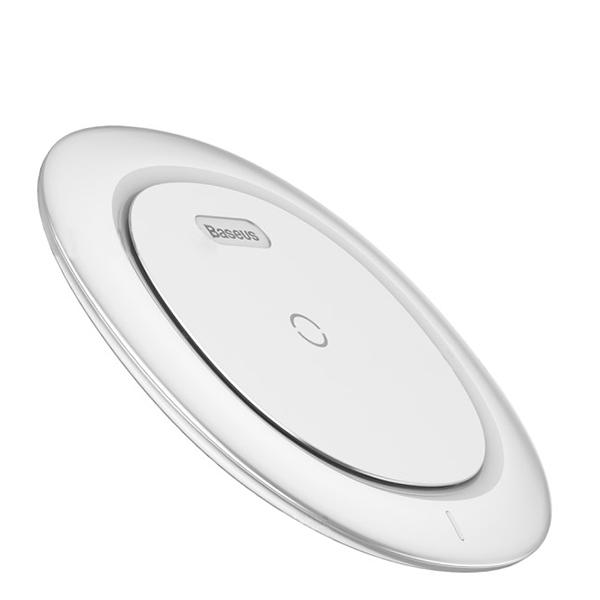 Быстрая беспроводная зарядка Baseus Ufo Desktop Wireless БелаяЗарядные устройства<br>Быстрая беспроводная зарядка Baseus Ufo Desktop Wireless Белая.         Быстрая зарядкаНовое беспроводное зарядное устройство стандарта Qi от Baseus имеет функцию быстрой зарядки 9 Вольт, позволяющую заряжать смартфон с высокой скоростью. Например 10 минут зарядки iPhone 8 хватит на 2 часа разговора по телефону          Безопасно и без радиацииИнтеллектуальная начинка имеет защиту от перегрева, скачков напряжения, перезарядки и других угроз. Кроме того, специальный магнитный диск блокирует электромагнитное излучение, негативно влияющее на человеческое здоровье                Эффективное охлаждениеДабы справиться с перегревом от перегрева, являющегося особенностью любой беспроводной Qi зарядки, в дно интегрированы радиаторы и теплоотводящие отверстия          Характеристики:     тип зарядки: беспроводная (Qi)   материалы: поликарбонат, термополеуретан   быстрая зарядка   выход: 5 Вольт 1Ампер/ 9 Вольт 1.1 Ампер   вход: 5 Вольт 1 Ампер/ 9 Вольт 1.67 Ампер   совместимость: iPhone 8/8 Plus/X, Samsung S7/S7 Edge/S8/S8 Plus, Note 8 и остальные смартфоны с соответствующей функцией<br>